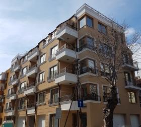 сграда построена на обезщетение в центъра на Бургас