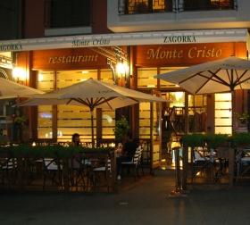 луксозен ресторант нощна снимка